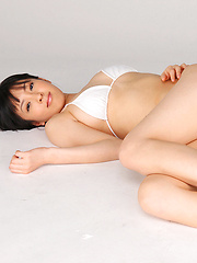 An Mashiro Asian shows sexy curves in white lingerie for pics