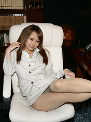 Japanese hot brunette Saki loves showing off
